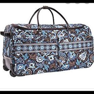 Nice Vera Bradley java blue rolling duffel bag/set